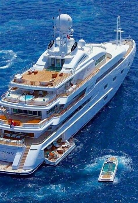 Luxury Boats by 25 Best Ideas About Luxury Yachts On Yachts