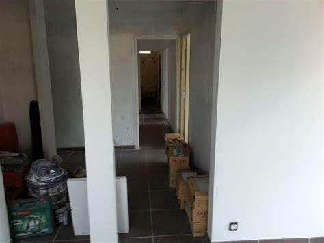 pose de carrelage au sol dans un appartement 224 marseille 13010 r 233 novation habitat sur