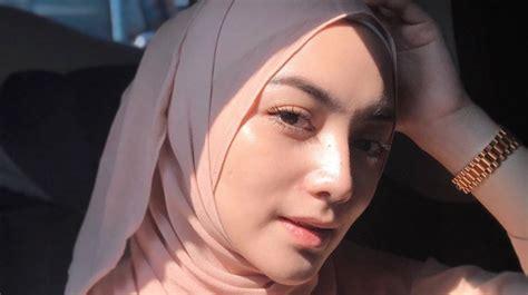 Universal music group, the world's leading music company   home page. Deretan Artis Indonesia di Daftar 100 Wanita Tercantik di Dunia 2020 - Bagian 3