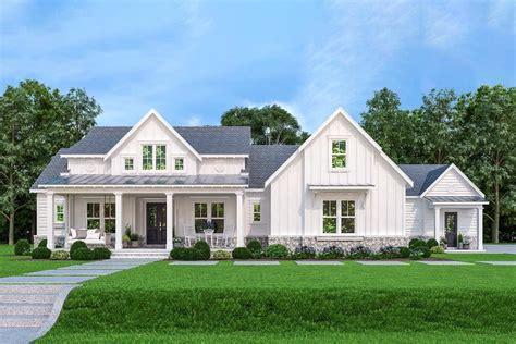 plan jl impressive  level modern farmhouse   law suite   house plans