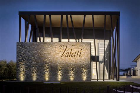 Illuminazione Cantina Performance In Lighting Per La Cantina Valetti A Calmasino