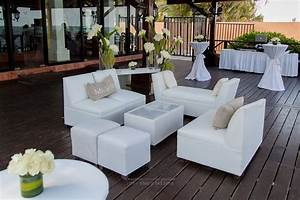 Set A Cocktail : add lounge chairs to your cocktail hour setup for a fun and comfortable addition to the party ~ Teatrodelosmanantiales.com Idées de Décoration