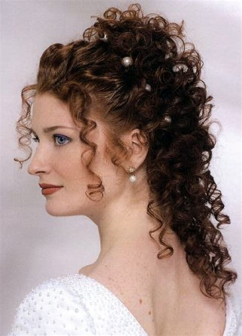 a new hartz curly wedding hairstyle