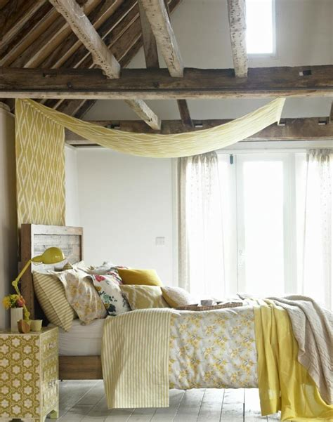 chambre deco bois poutres en bois pour la déco de la chambre à coucher moderne