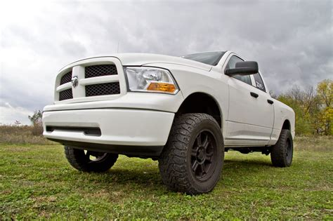 Dodge Ram 1500 Lift Kit by Zone Offroad 3 5 Quot Uca And Leveling Lift Kit 2012 2018