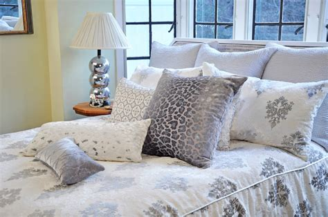 Kevin O'brien Home Decor : Brocade White Velvet Bedding