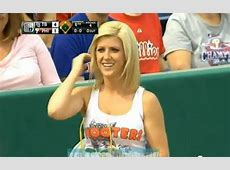 Video Hooters ball girl picks up live ball during