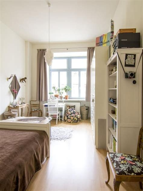 schlafzimmer ideen mit arbeitsbereich lichtdurchflutetes schlafzimmer mit leseecke und