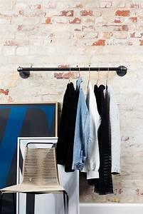 Kleiderstangen Für Die Wand : rackbuddy joey kleiderstange aus rohren f r wand ~ Frokenaadalensverden.com Haus und Dekorationen