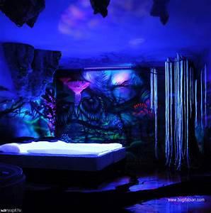 murales que se iluminan cuando apagan las luces cuarto
