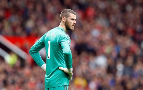 In the current club manchester united played 11 seasons, during this time he played 487 matches and. Paris Saint-Germain Willing To Offer David De Gea A Mega £450,000-A-Week Contract - SPORTbible