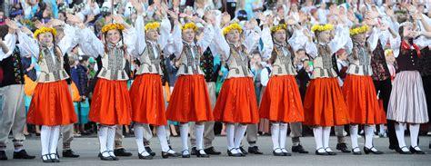 Skolēnu Dziesmu un deju svētkiem neapgūtos 4 miljonus eiro novirzīs līdzekļiem neparedzētiem ...