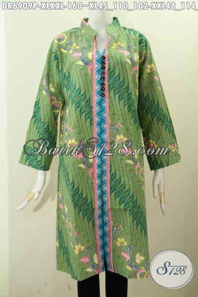 dress batik solo warna hijau motif modern klasik pakai