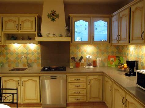 cuisine blanche et jaune rénovez votre cuisine avec relook cuisine fr