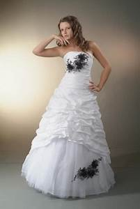 Schwarz Weiß Hochzeitskleid : brautkleid schwarz weiss ~ Frokenaadalensverden.com Haus und Dekorationen