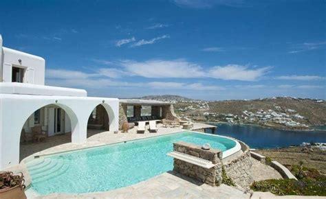 cuisine greque uperbe ville grecque avec piscine sur l île mykonos en