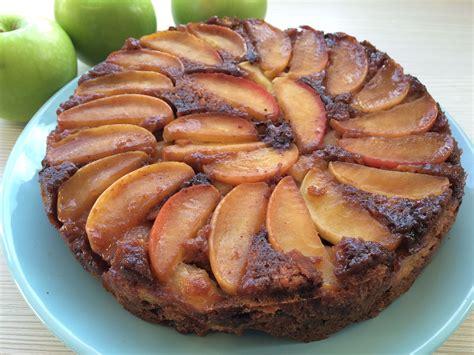 upside  apple cinnamon cake
