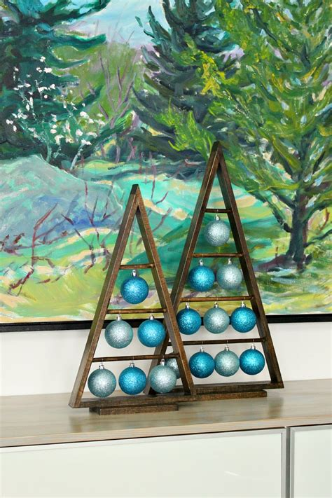 diy wood  frame triangle ornament stand dans le lakehouse