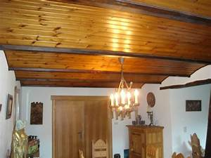plafond avec poutres apparentes With bricolage a la maison 10 fausse poutre en bois photo de faux marbres bois