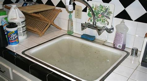 deboucher evier cuisine l 39 astuce pour déboucher un évier sans produit chimique coûteux