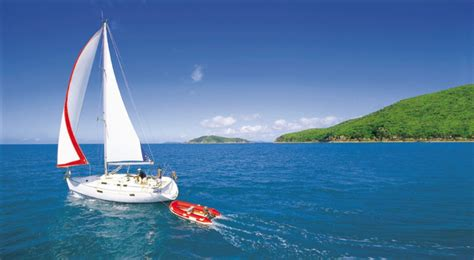 Sailing Airlie Beach Whitsundays by Why Airlie Beach Should Be Your Base To The Whitsunday Islands
