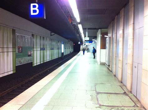 Reisende haben bei verspätungen und zugausfälle rechte (symbolbild). Deutsche Bahn Lokführer-Streik Tag 1: Bilder vom ...