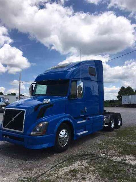 Volvo 670 (2013)  Sleeper Semi Trucks