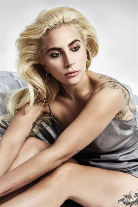 Lady Gaga Closes The Curtain On 2016 With Sophistication