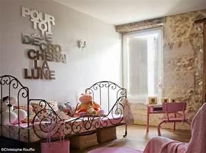 Lampe Chambre Fille : 6 jolies lampes pour la chambre de baby girl frenchy fancy ~ Teatrodelosmanantiales.com Idées de Décoration