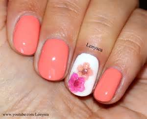 Easy spring summer nail design with dry flowers