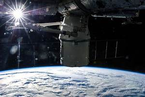 SpaceX CEO Elon Musk to Unveil Manned Dragon 'Space Taxi ...