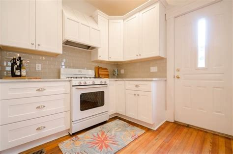 should you tile kitchen cabinets if you white cabinets and countertops what color 9292