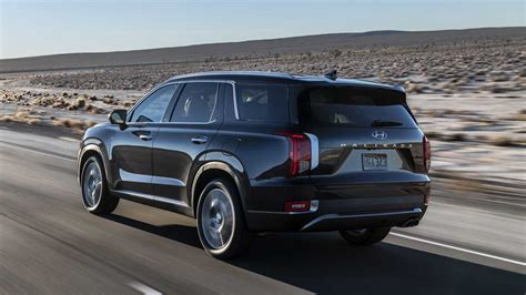 The palisade's bold style may not be everyone's cup of metaphorical tea. 2020 Hyundai Palisade Debuts With Bold Design And 8 Seats ...