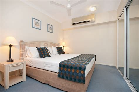 palm cove  bedroom holiday apartments alassio palm cove