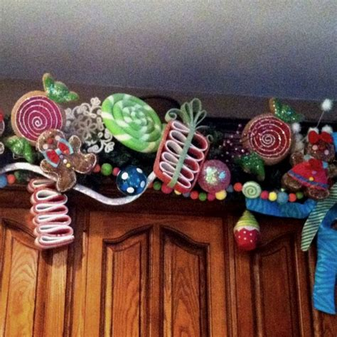gingerbread  candy themed garland christmas ideas