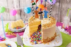 Kuchen Dekorieren Geburtstag : kuchen mit berraschung drin selber machen 20 ausgefallene ideen ~ Pilothousefishingboats.com Haus und Dekorationen