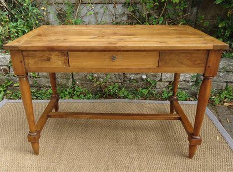 table bureau joli table bureau en noyer pieds avec entretoise