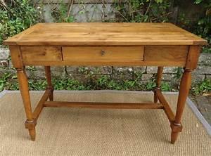 Petite Table Bureau : joli petite table bureau en noyer pieds avec entretoise ~ Teatrodelosmanantiales.com Idées de Décoration