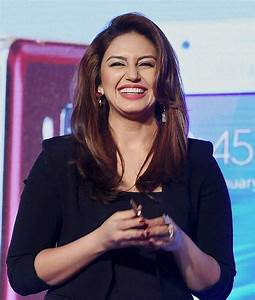 PHOTOS: Huma Qureshi launches first Samsung Z1 Tizen OS ...