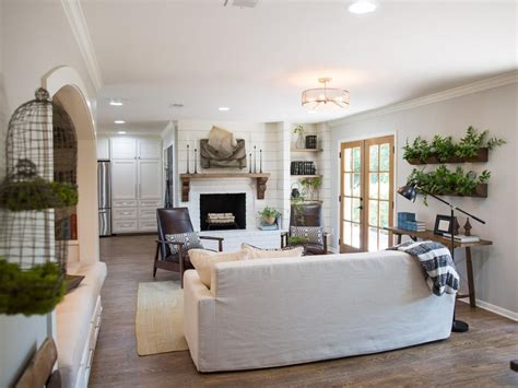 Joanna Gaines Fixer Living Room by Photos Hgtv S Fixer With Chip And Joanna Gaines
