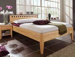 Bett 180x200 Massivholz Komforthöhe : massivholzbetten betten aus massivholz g nstig kaufen ~ Bigdaddyawards.com Haus und Dekorationen