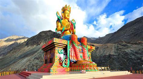 famous monasteries  ladakh feel closer   lord