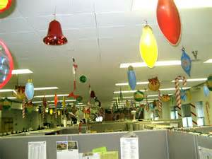 Image of: Christma Decoration Office Christma Decoration The Brilliant Small Office Decoration Ideas