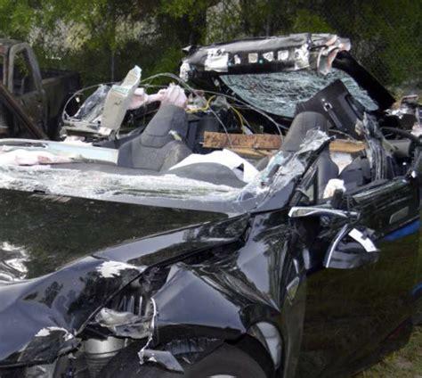 tesla avoids recall  crash involving autopilot
