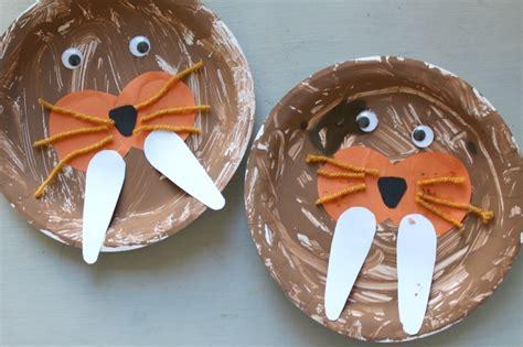 winter animal crafts  preschoolers natural beach