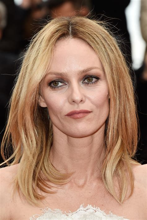 vanessa paradis medium layered cut shoulder length hairstyles lookbook stylebistro