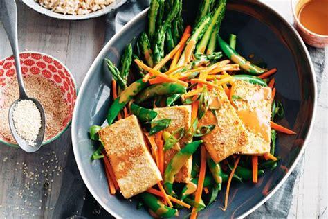sesame crusted tofu with spring vegie salad