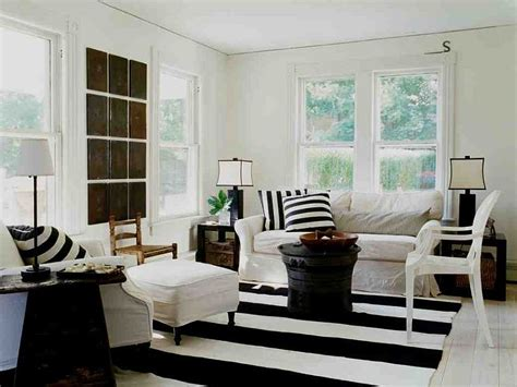 Chic Living Room Decorating Ideas And Design 7 Chic: Bold And Glamorous: How To Style Around A Black Coffee Table