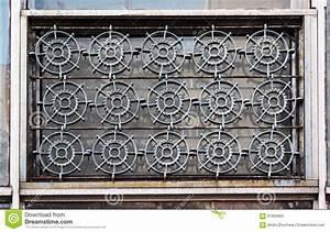 Fenster Mit Gitter : alte fenster mit eisengitter formten wie zahnr der stockfoto bild 61905800 ~ Sanjose-hotels-ca.com Haus und Dekorationen