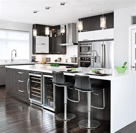 cuisine noir et blanche davaus cuisine blanche comptoir noir avec des